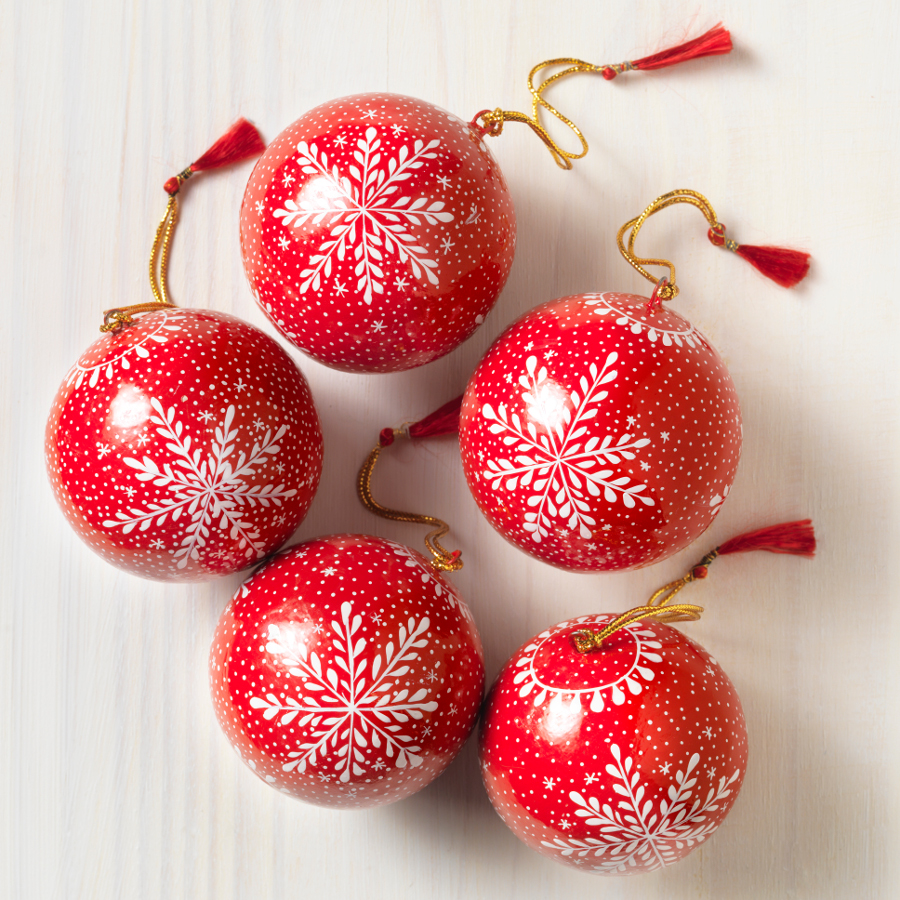 Dalit handmade red white christmas baubles set of 5 for White christmas baubles