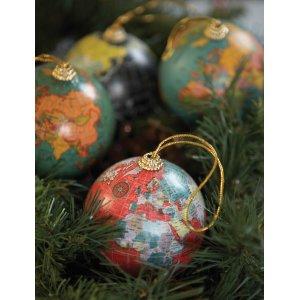 241855-ian-snow-christmas-globes-lifesty