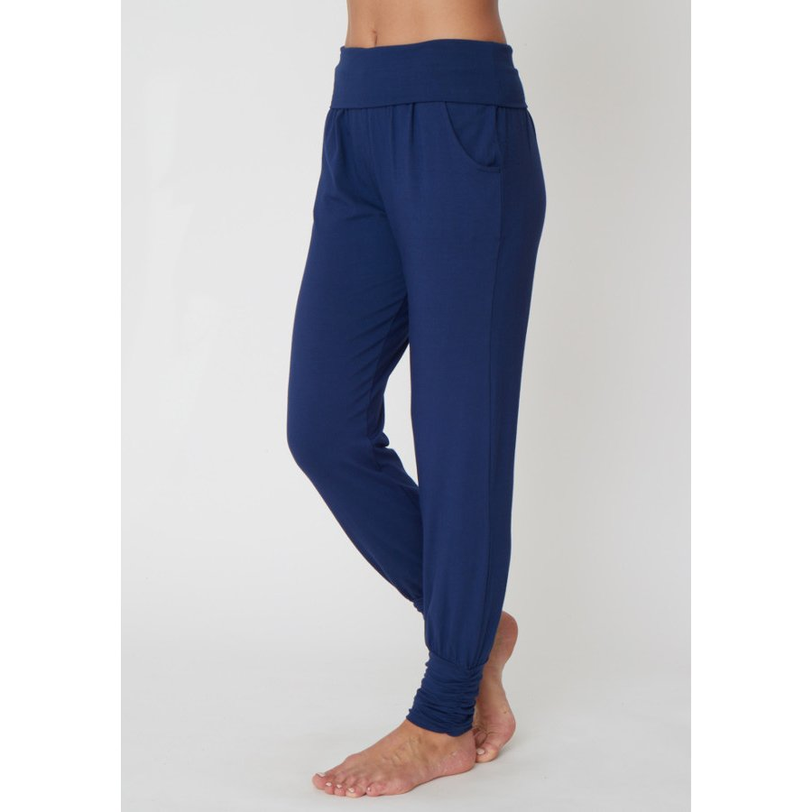 Ideas How to Wear Harem Pants - harem pants are baggy long pants that are really baggy all the way to the bottom but they are tight right at the ankles. They are very similar to .
